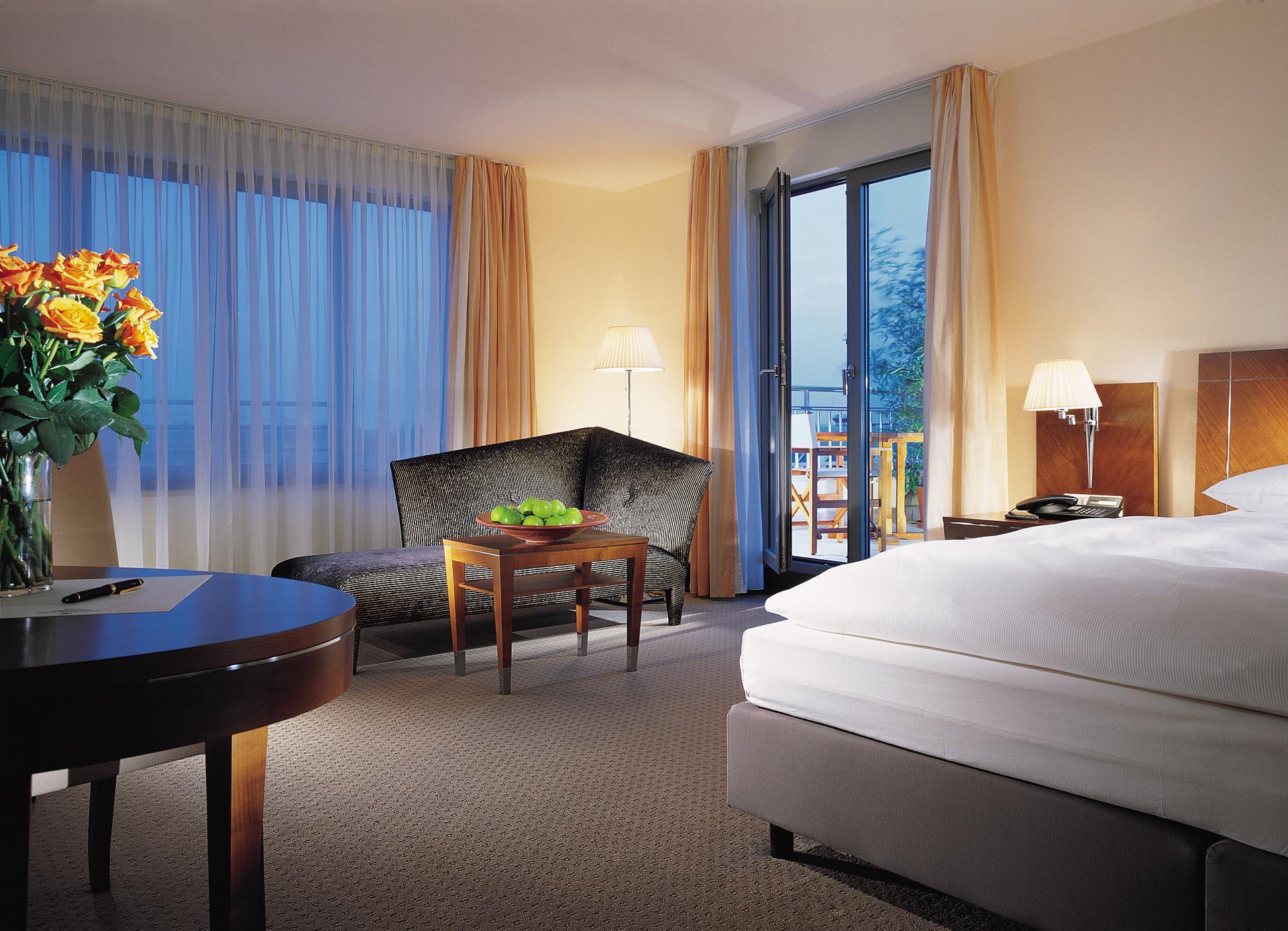 carlton hotel. Black Bedroom Furniture Sets. Home Design Ideas